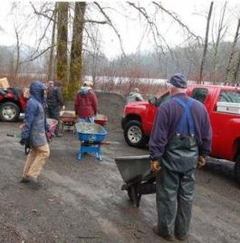 Volunteers at DNR recreation site