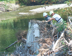 Clean up crews remove house debris from Pilchuck River.