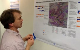Snoqualmie Corridor committee member reviews a concept map. Photo: Doug McClelland, DNR.