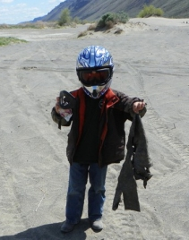 A young volunteer lends a hand at the 2012 Beverly Dunes Clean-Up. Photo: Eastern Washington Adventures.