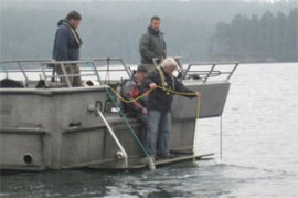 Photo of DNR divers and staff aboard the Dawnbreaker near Port Hadlock.